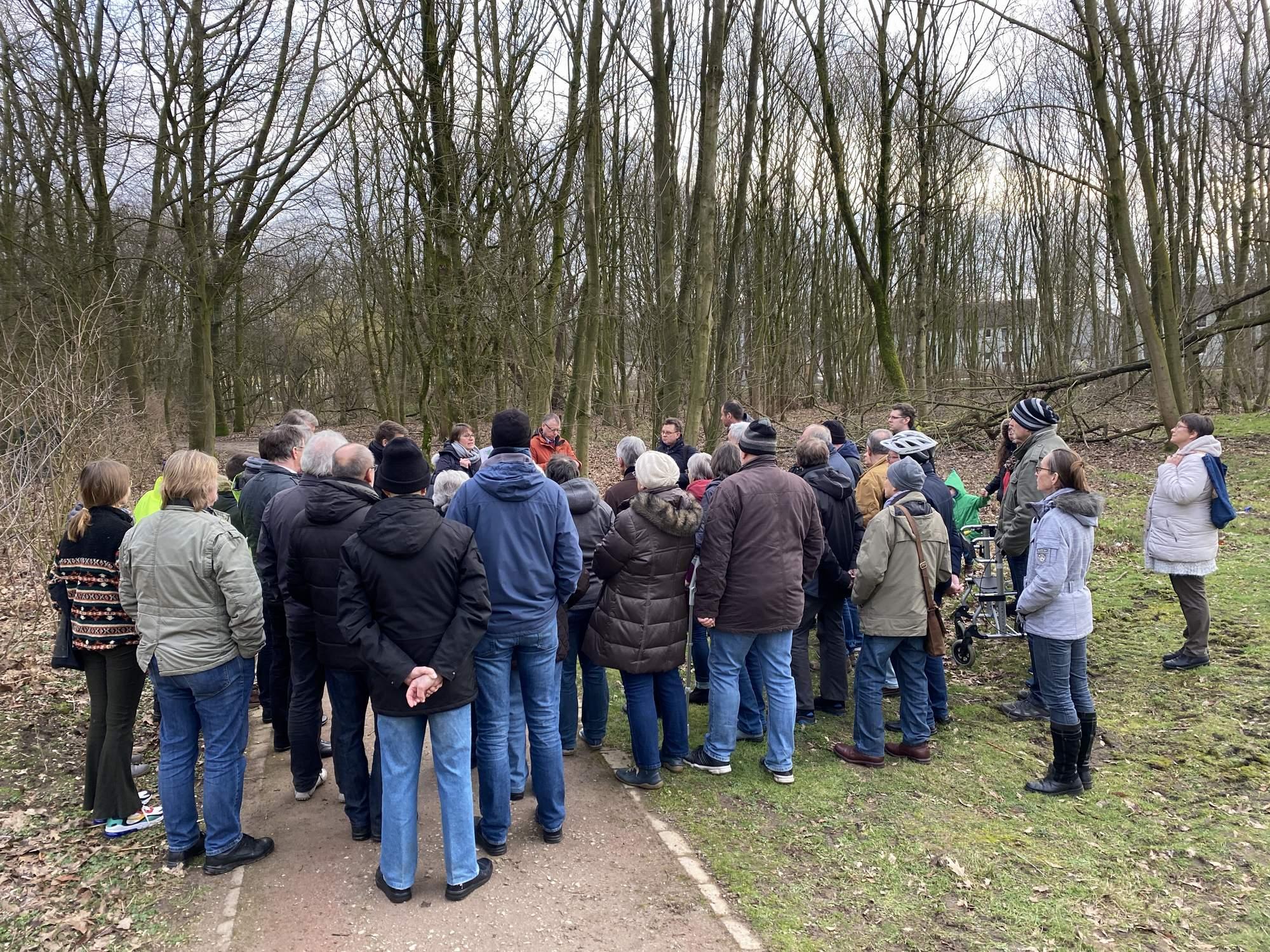 Bürger/innen, Verwaltung und Politik: Der Wald muss bleiben